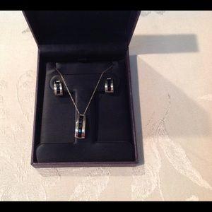 Earnings/Necklace